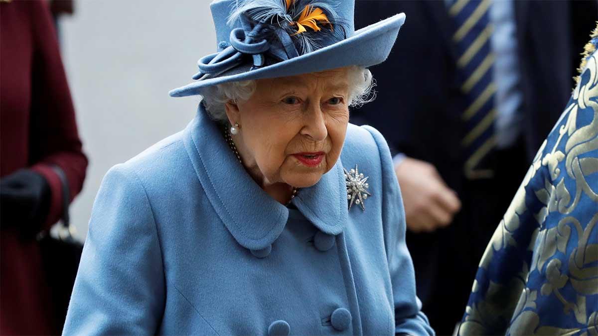 Pelea entre la reina Isabel y el mayordomo del príncipe Carlos