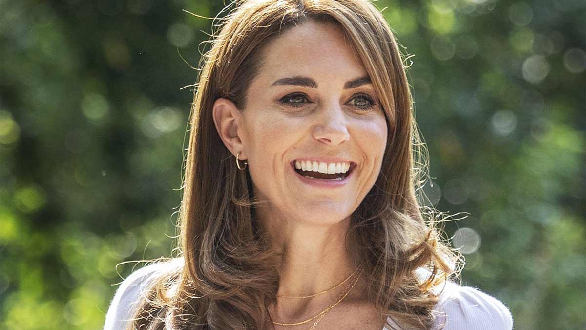 Collar de Kate Middleton con las iniciales de sus hijos