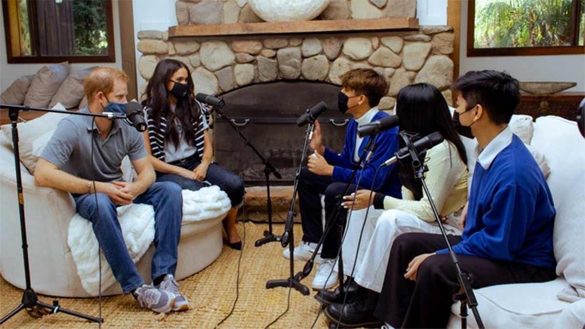 Príncipe Harry y Meghan en un podcast de adolescentes